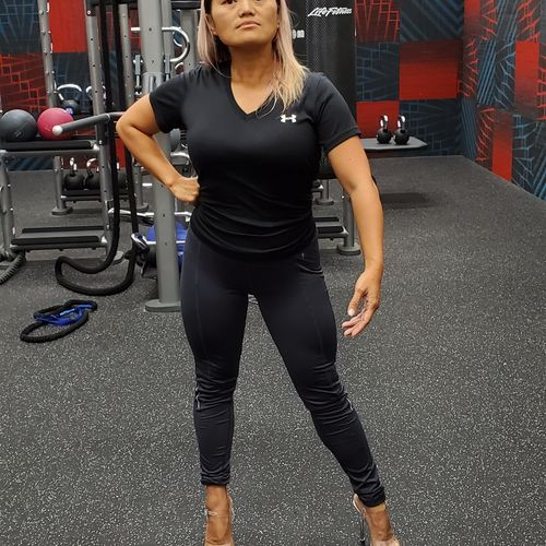 Chia killing that front pose for her upcoming competition!