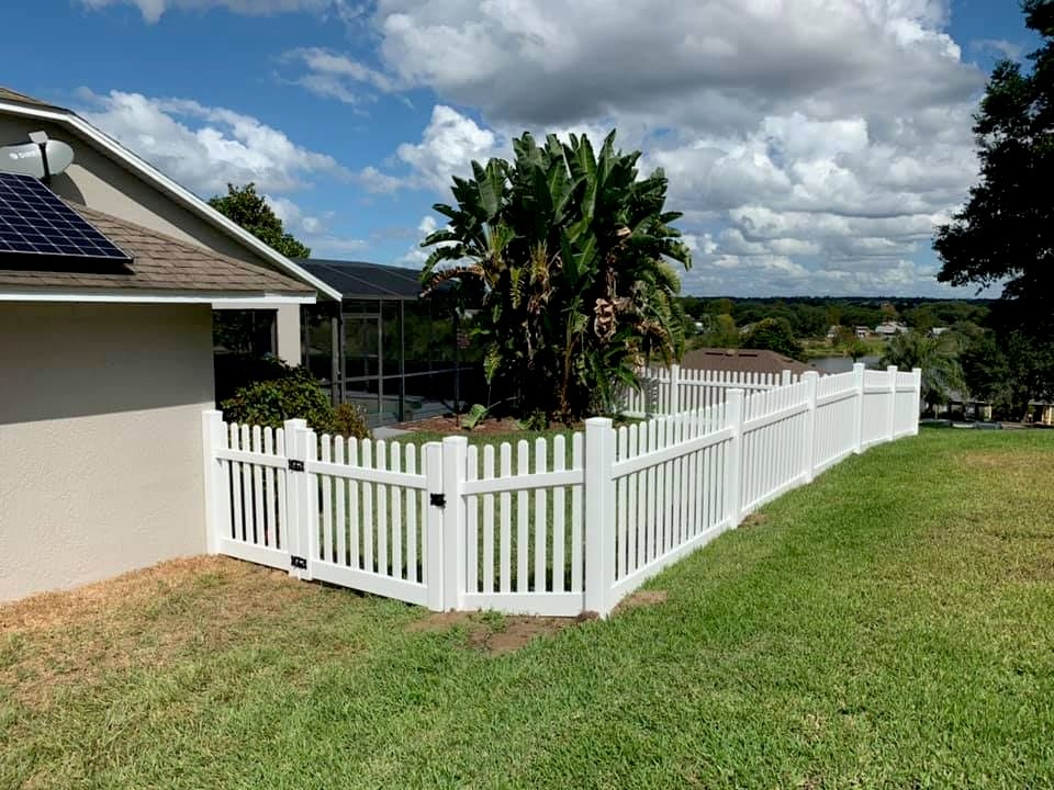 4' tall white picket fence
