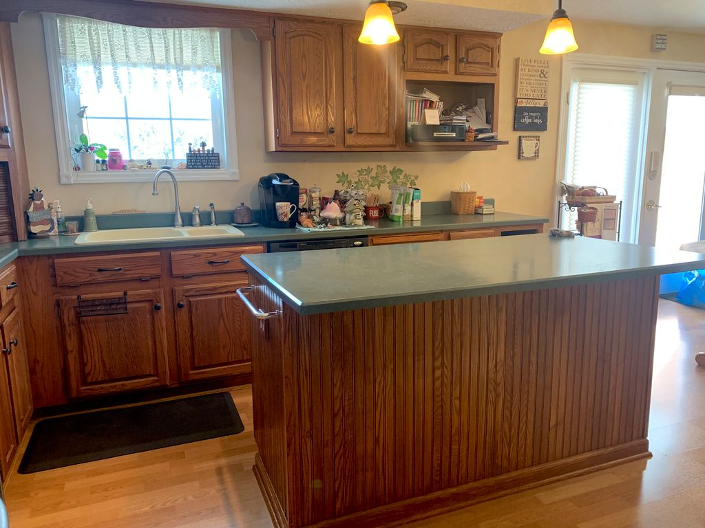Painted Kitchen Cabinets and Walls