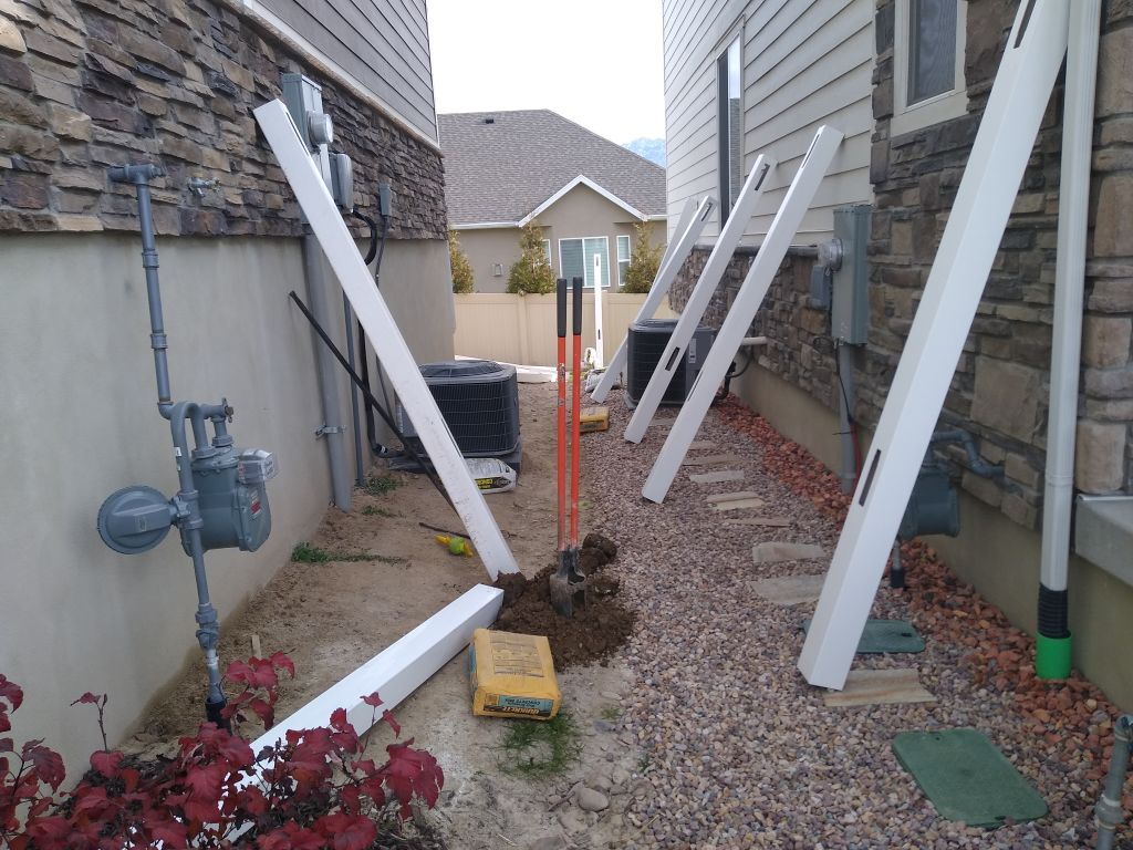 59ft white privacy fence and gate