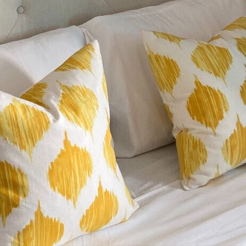 Brightly colored ikat pillows add that pizzazz!