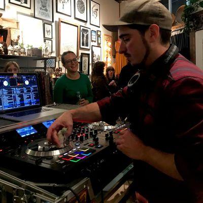 Avatar for DJ Dynomike Portland, OR Thumbtack