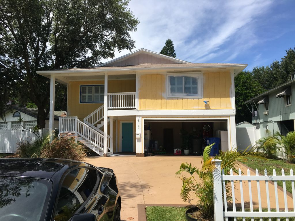 Out door exterior home painting