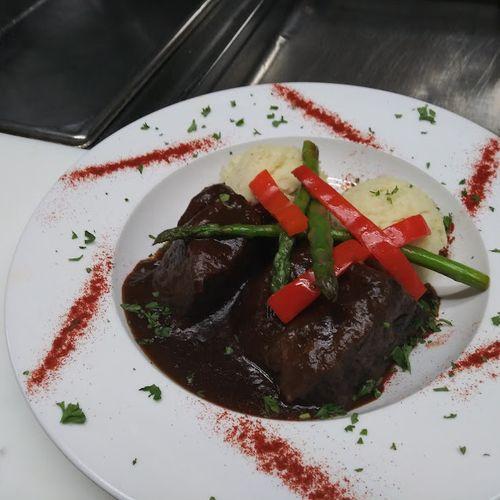 Braised Beef Short Ribs w/ Garlic Herb Potatoes & Asparagus