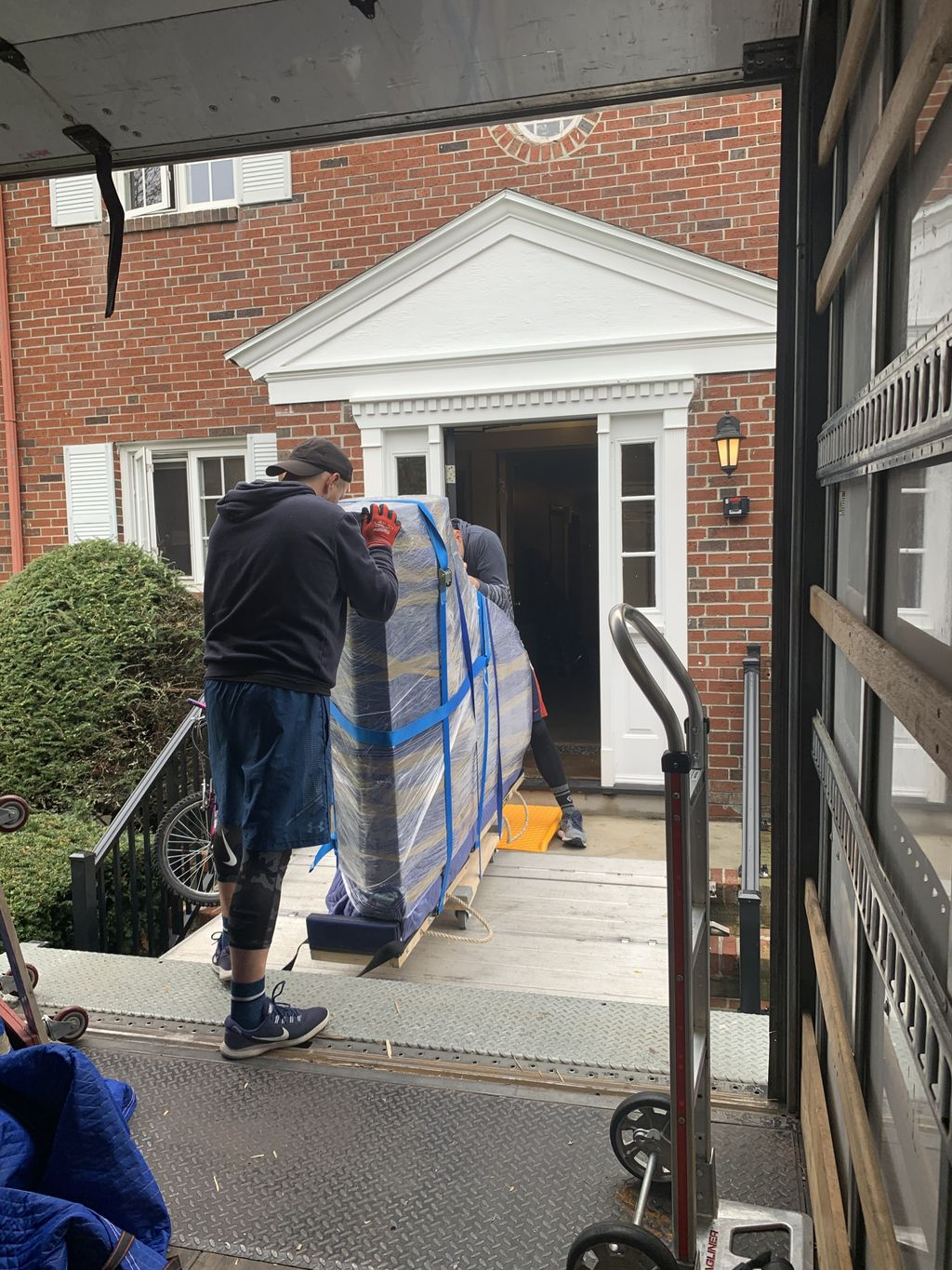 Moving 3-bed apt & 2 grand pianos