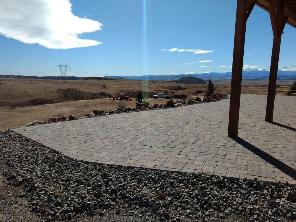 Paver Patio with flagstone walkway
