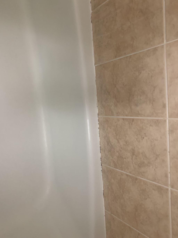 Tub surround recaulking