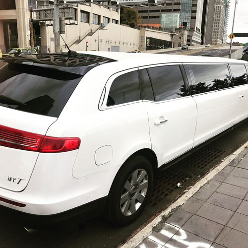 Mkt Stretch Limo - 10 passengers