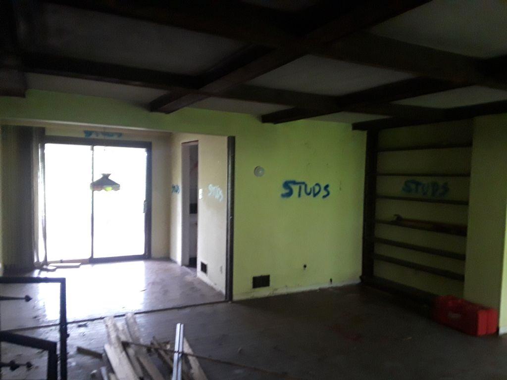 Interior gutout