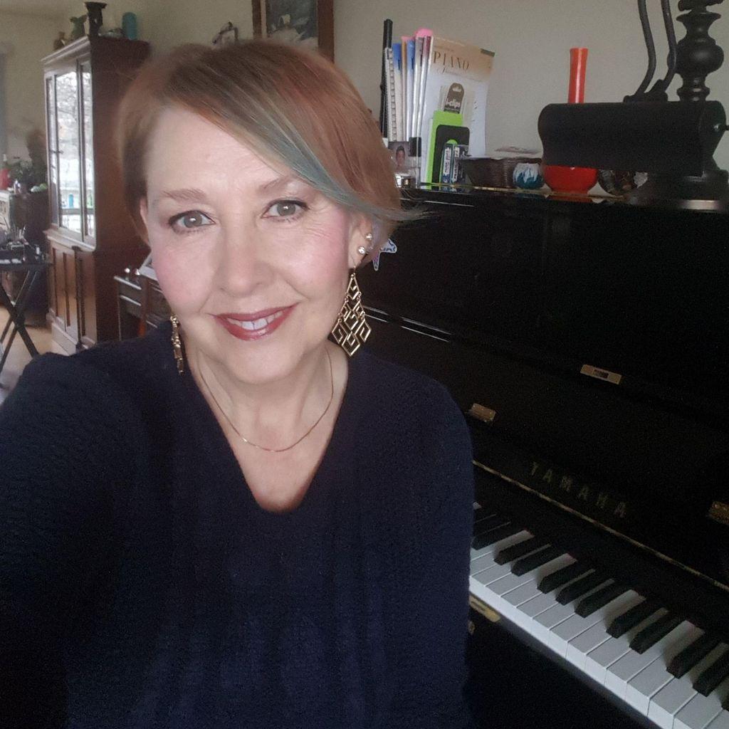 GRAHAM ONLINE STUDIO  - Singer/Pianist/Composer