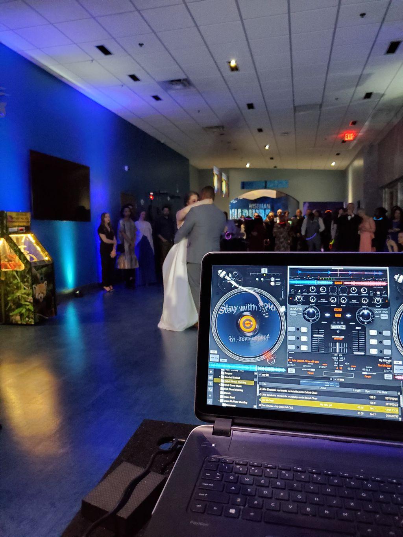 Aquarium Wedding at Greensboro Science Center
