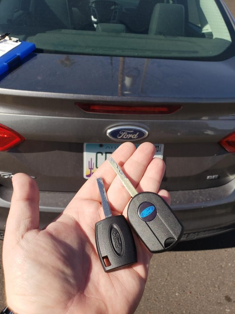 Car key replacement and programing made on the spot