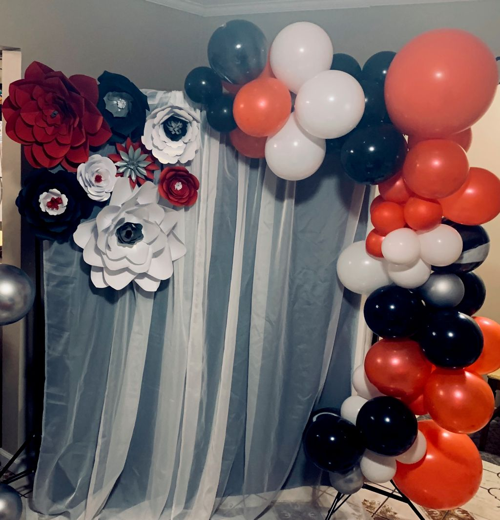 Standard Balloon Garland with paper flower backdrop