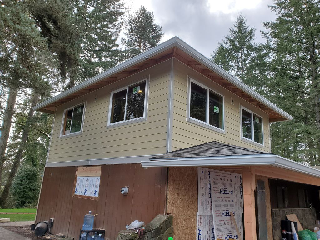 Siding and window Installation upper level