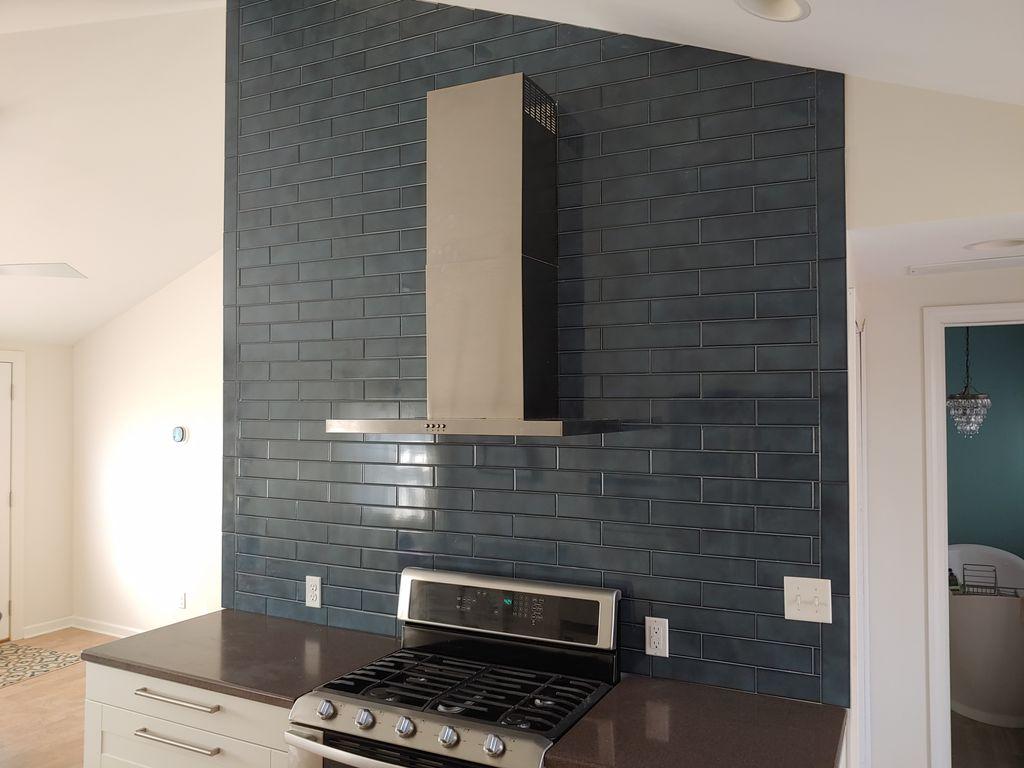 Kitchen backsplash in modern kitchen