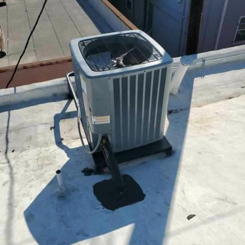 Daikin commercial heating and cooling installation in the city of Downey