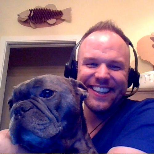 Pendant notre classe Skype  , j'ai fait connaissance avec  Louis, un bouledogue français!
