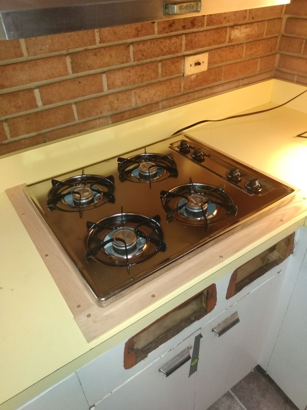 Cook top install