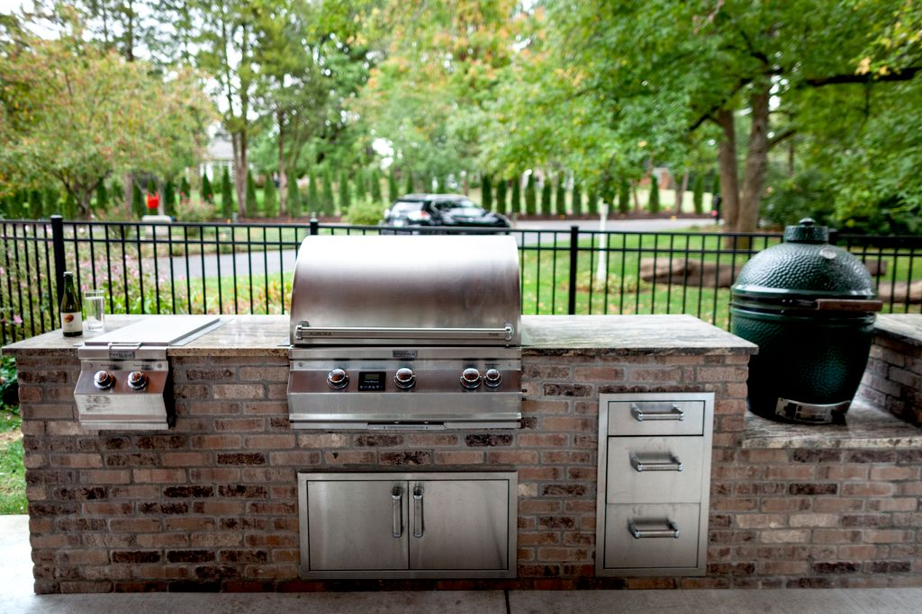Outdoor Kitchen & Pergola