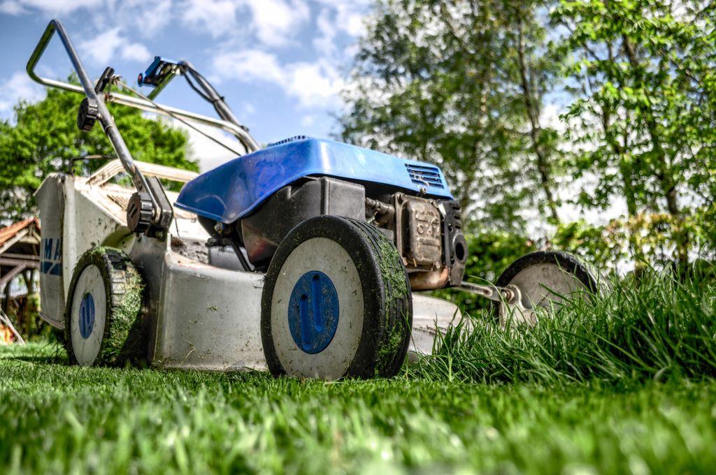 Sweet Cuts Lawn Maintenance