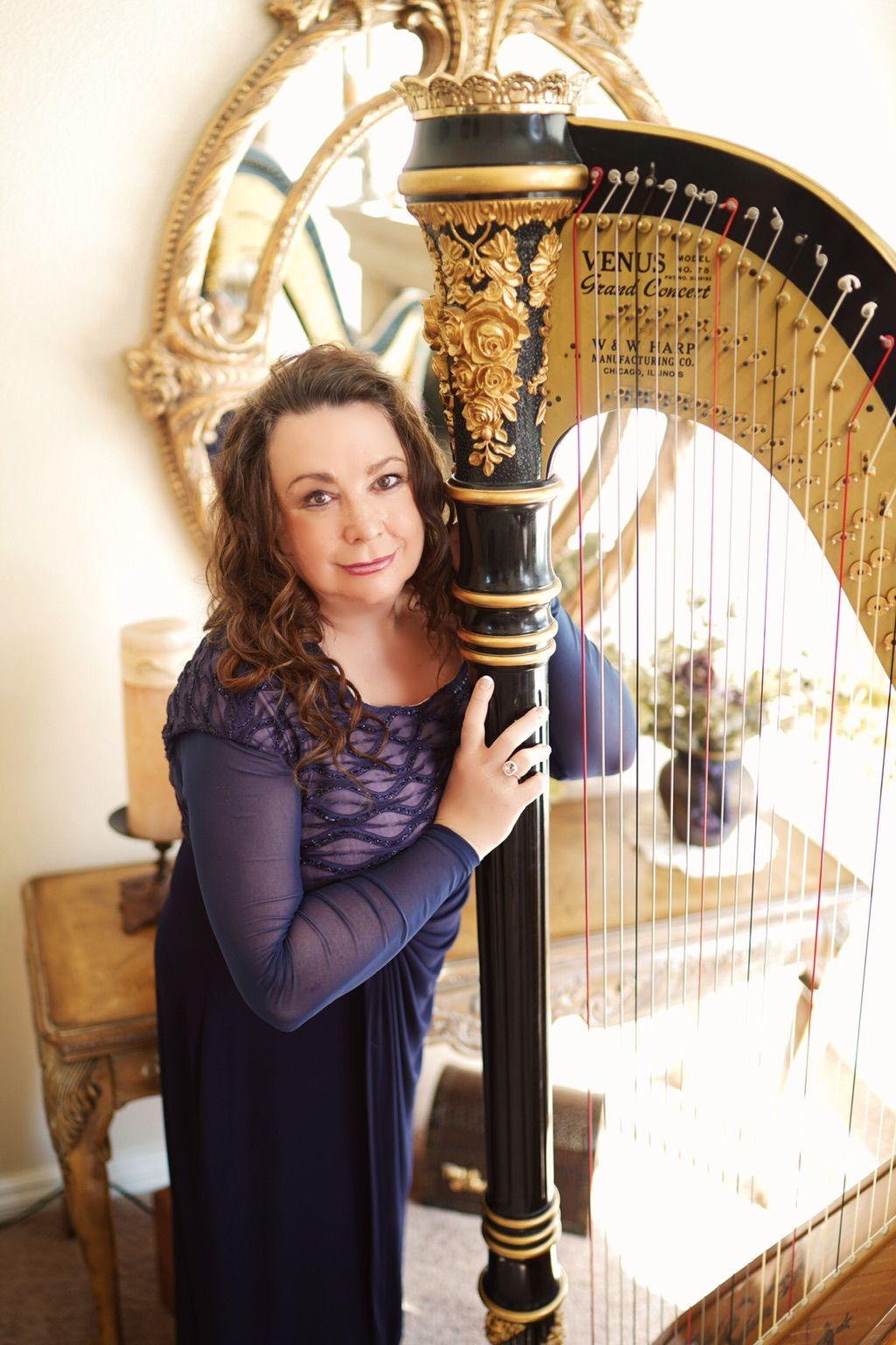 Marika Lorayne, Harpist