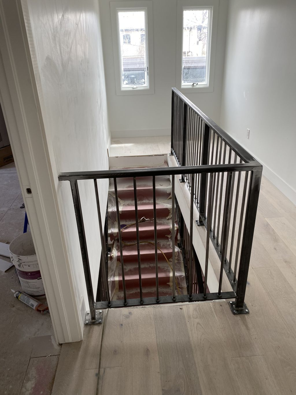 Double stringer floating staircase