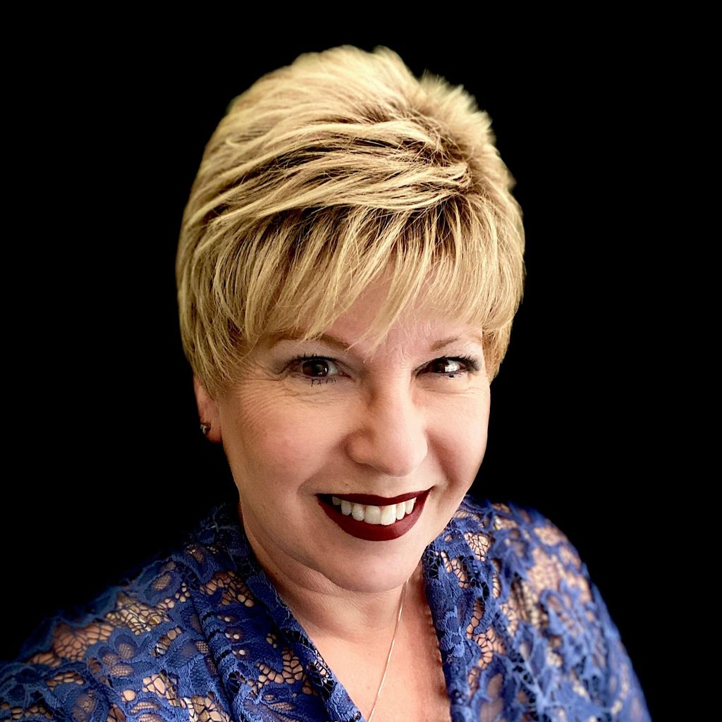 Psychic Tarot & Find Your Way with Tina Marie