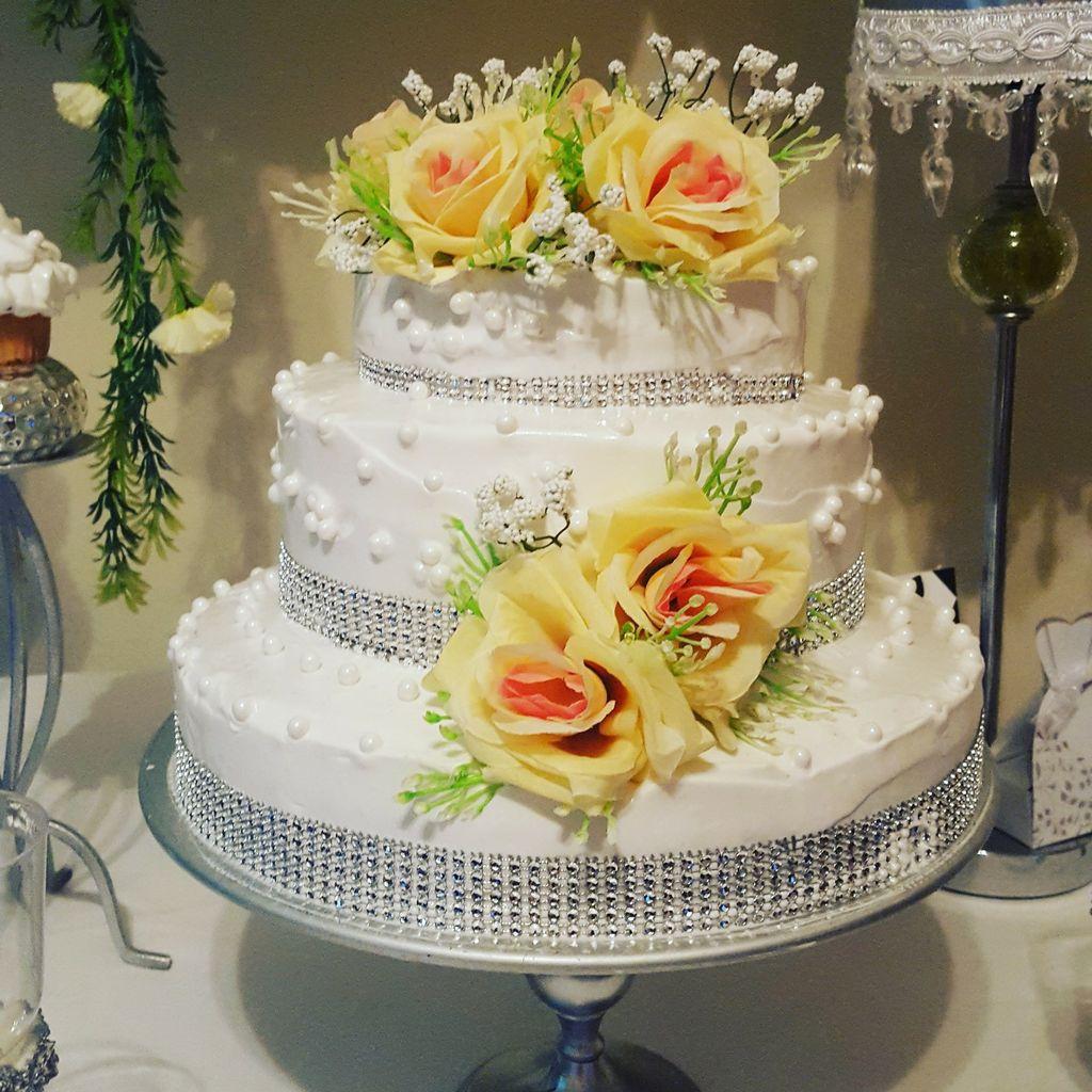 Charo's Cake & Candy