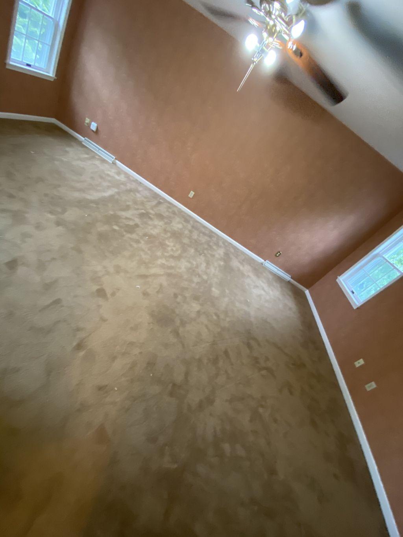 High End Plush Carpet 3 bedrooms about 900sqft