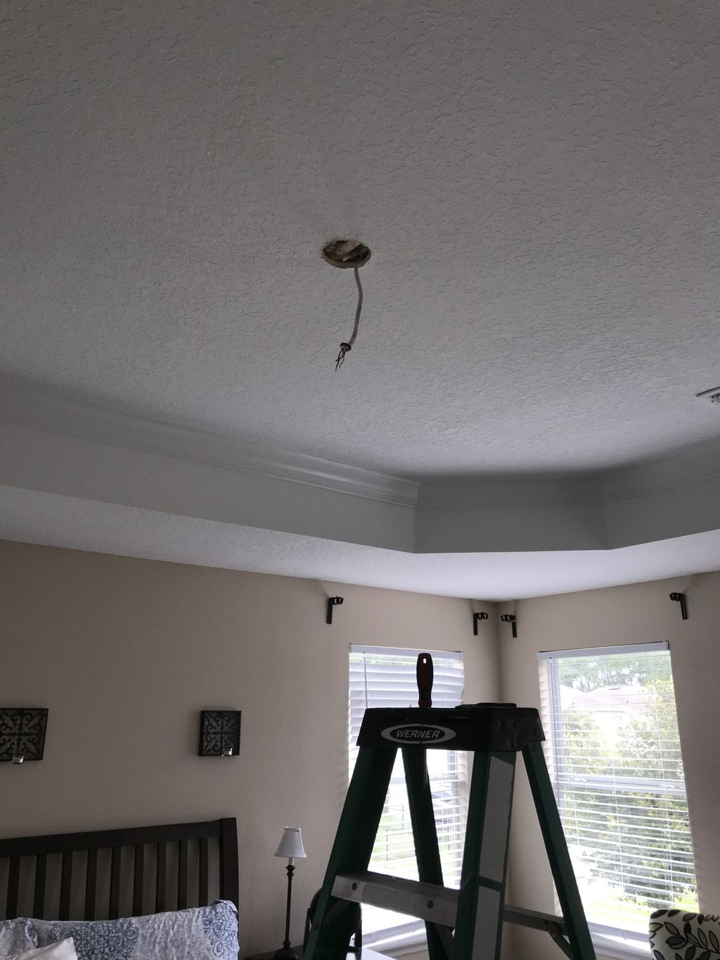 Fan with light remote control Ensambly and Instalation