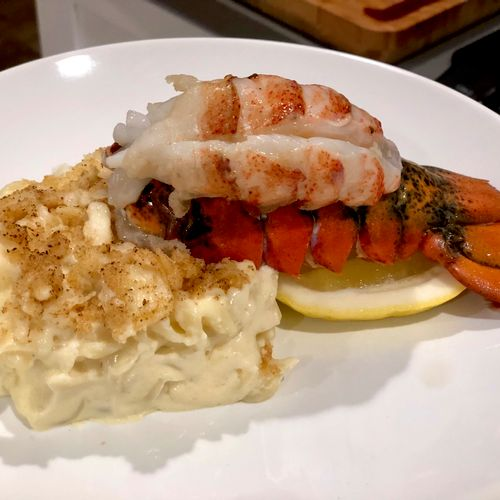 Who doesn't love Lobster and mac and cheese! Paired with a stunning Chardonnay