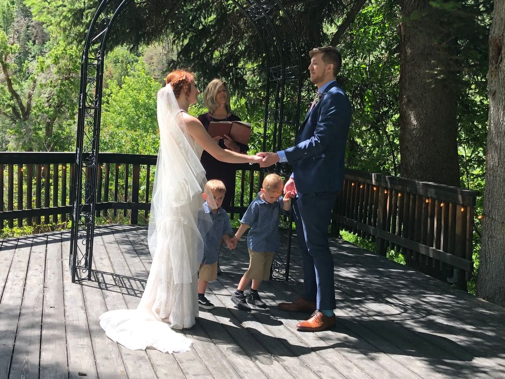 A family style wedding at Loghaven
