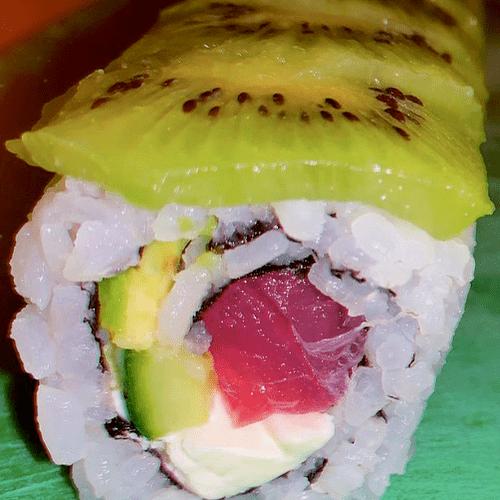 Tuna Kiwi Sushi Roll