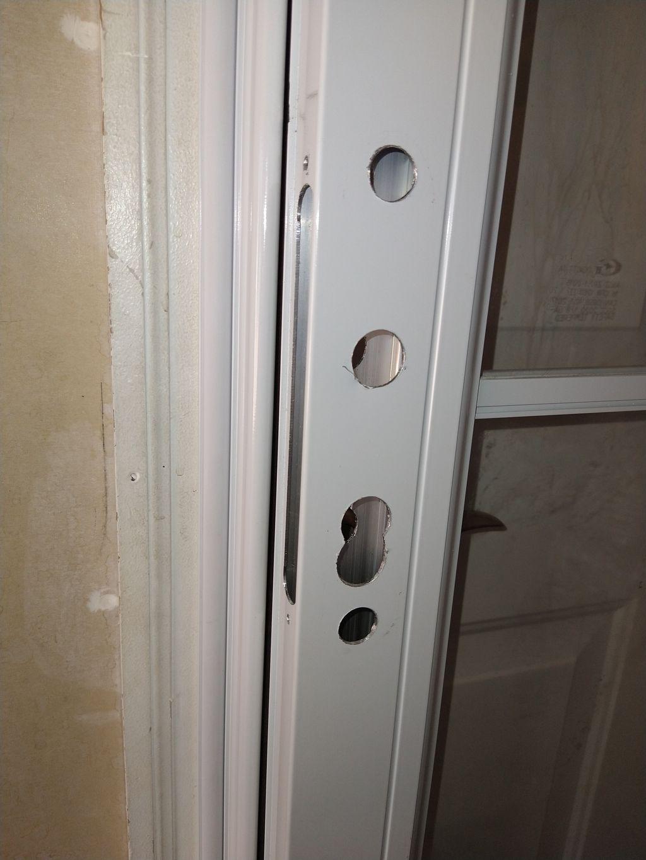 Screen doors lock installation
