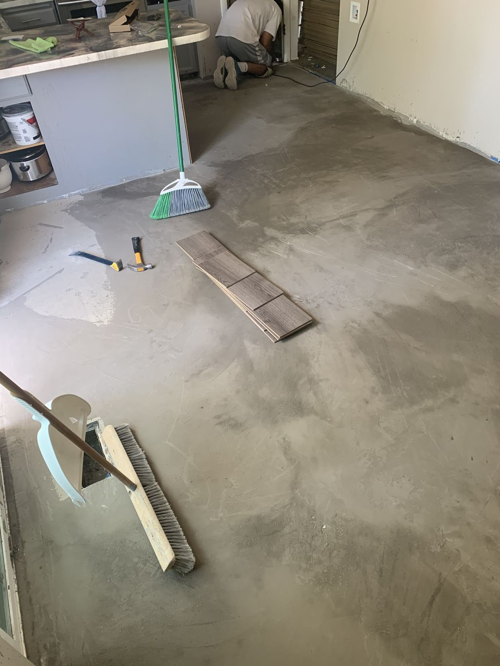 Roy 300 SqFt Level and install