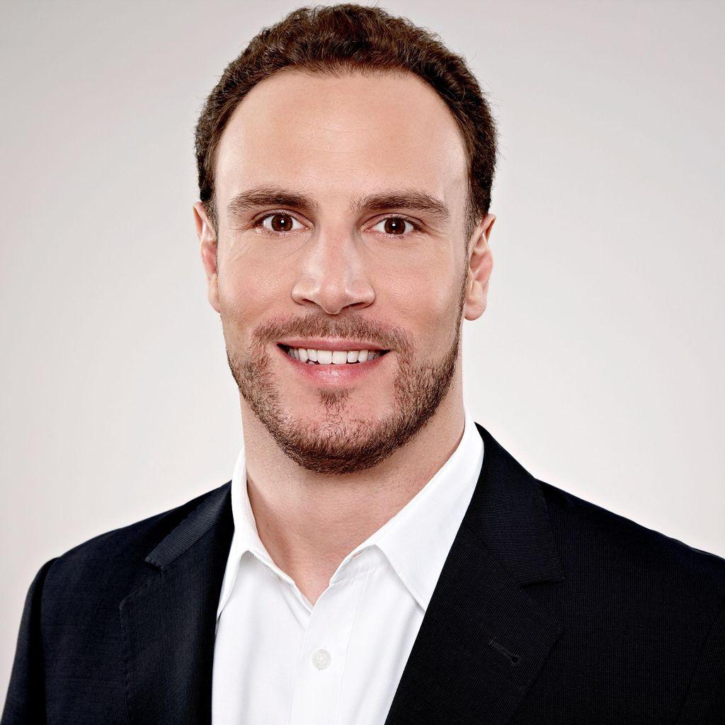 Florian Dieckmann, Secular Wedding Officiant