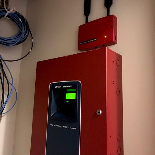 Commercial fire alarm with radio backup