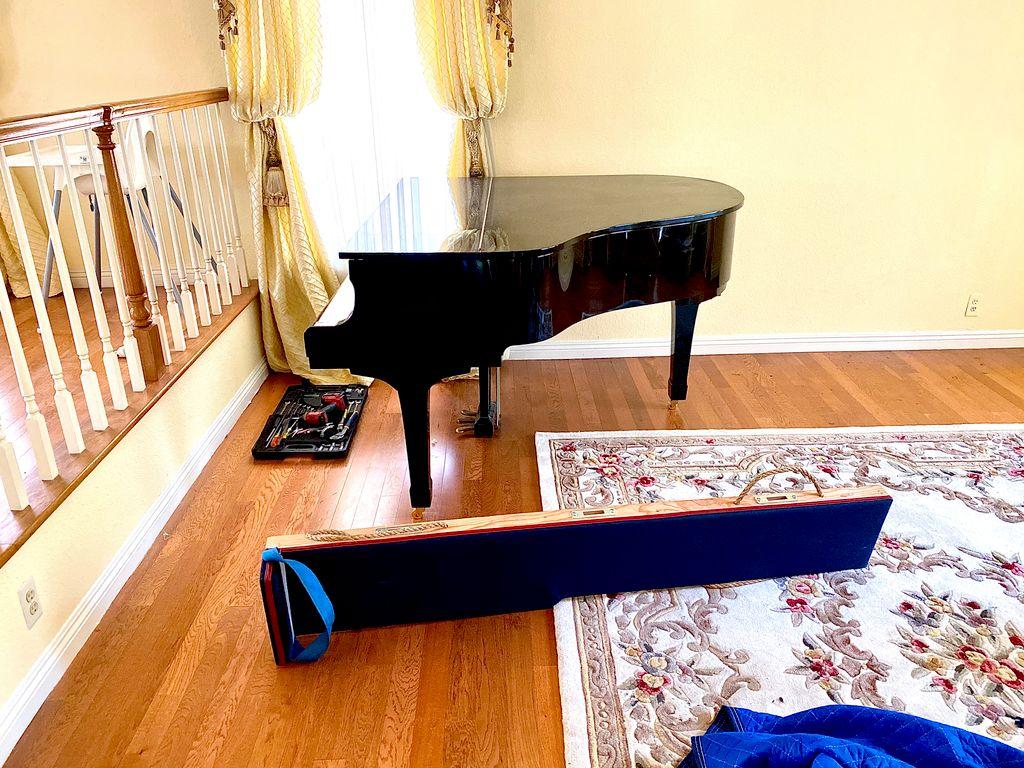 Piano & 4 bedroom house Movingin