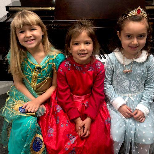 Kindergarten Group Piano Performance Day
