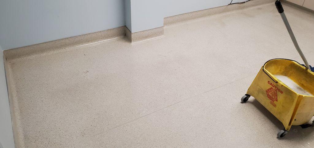 Medical facility - Floor waxing