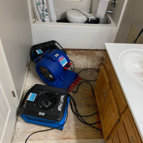 Water Mitigation project: equipment drying bath floor and cabinet