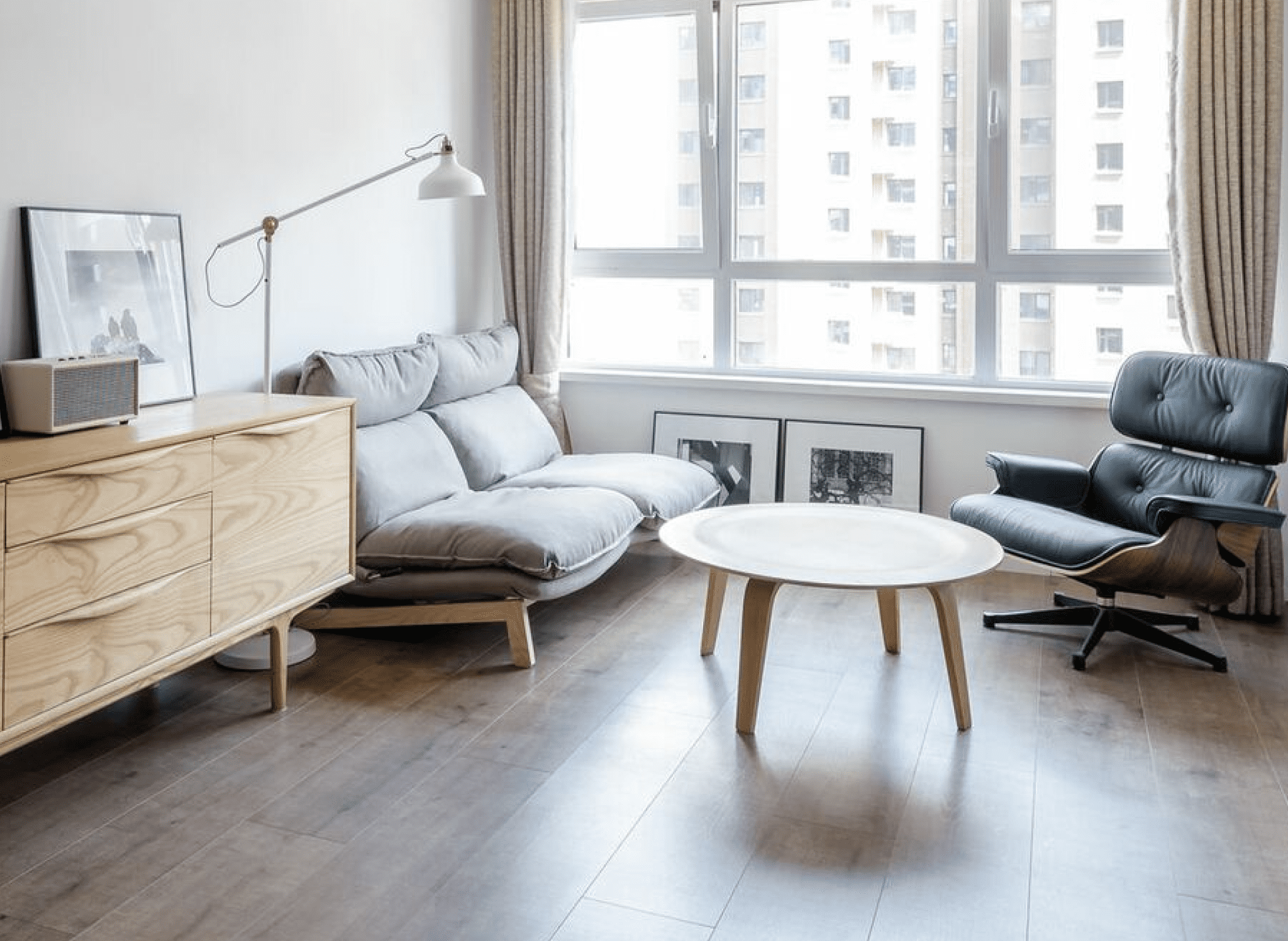 living room with wood laminated floors