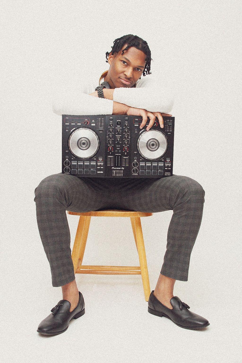 DJ JamxliVe