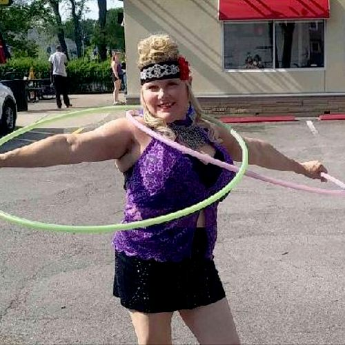 Hula hoop performer....Strong athletic therapist.  Also guaranteed smooth flowing and ultimate relaxation session