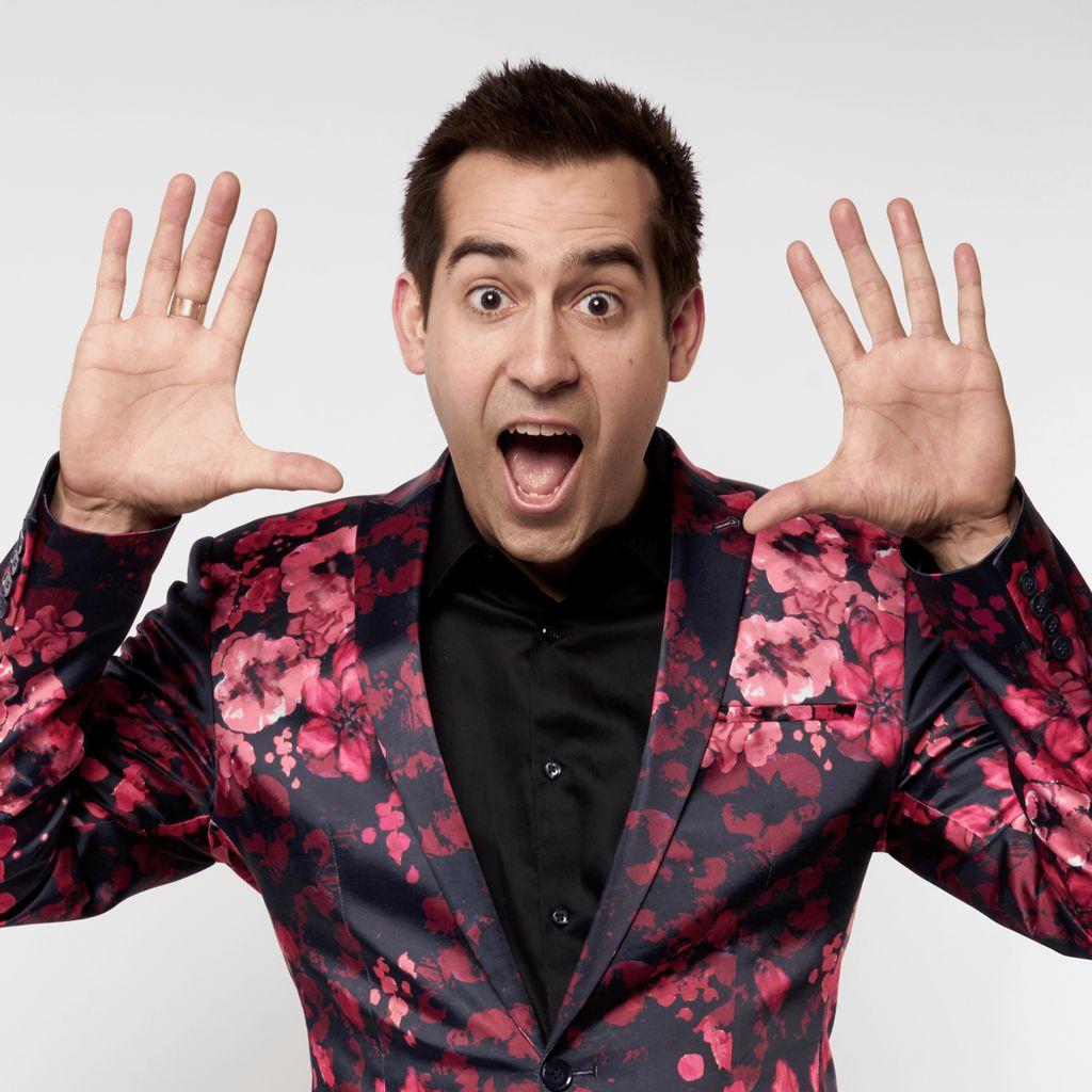 Comedy Magician Alan Smola