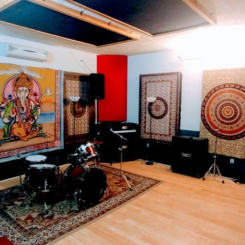 Wide shot of Studio R