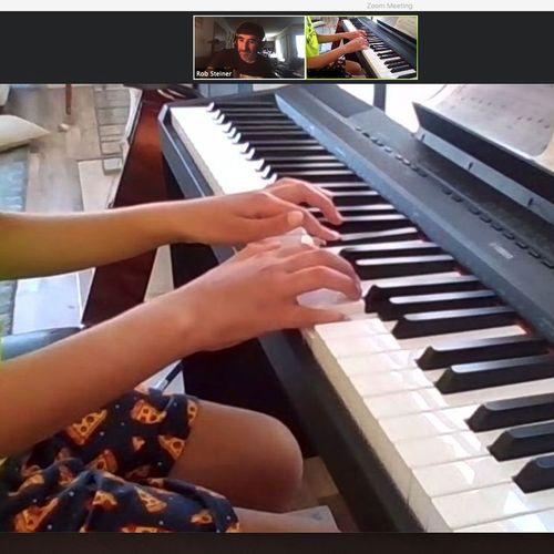 Online Piano student