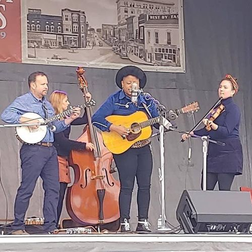 Playing with the All-Star Band for the Johnson City sessions (Left to right: Roy Andrade, Kris Truelson, me, Amythyst Kiah, and Kalia Yeagle.)