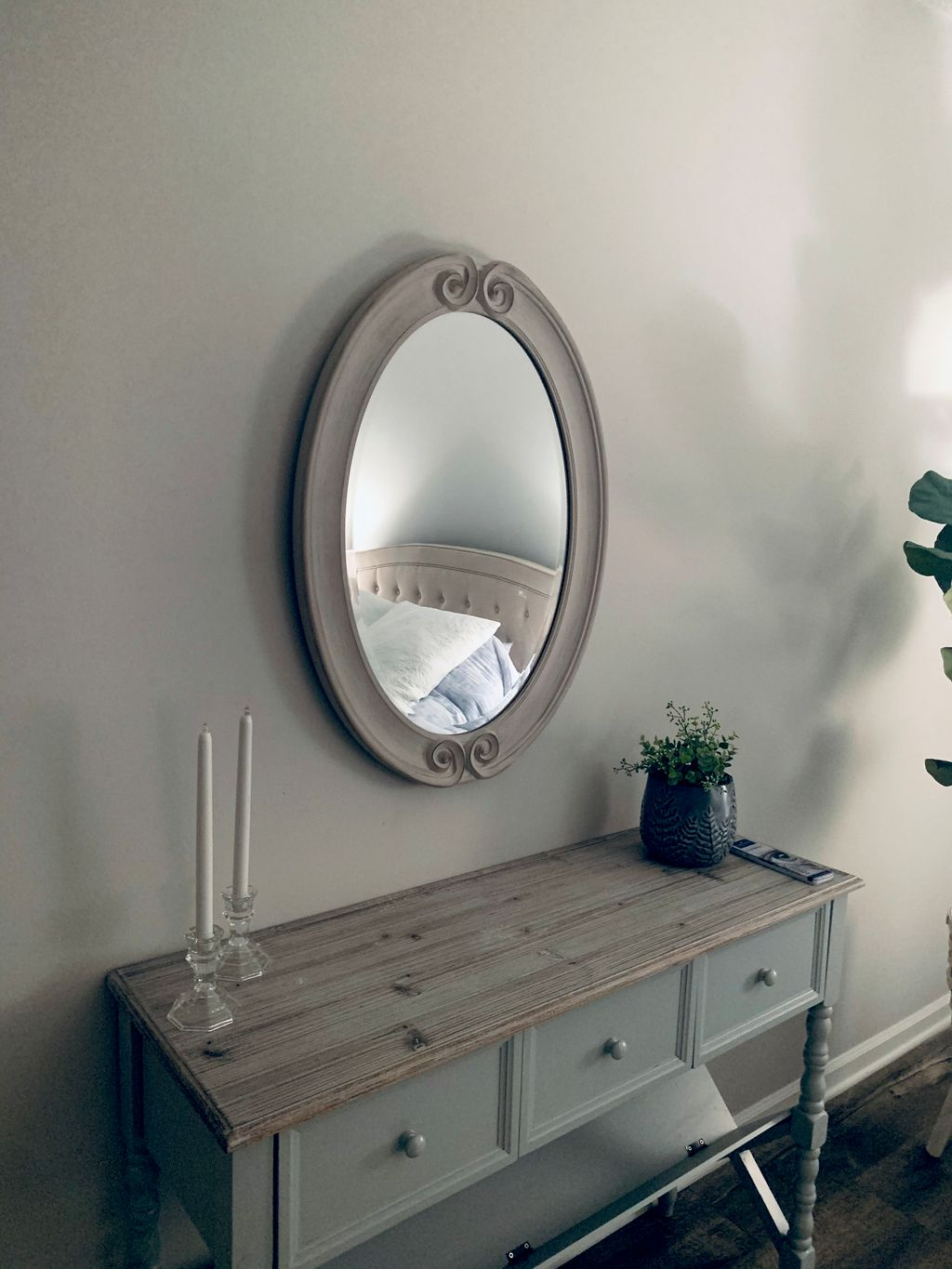 Bedroom and living room mirrors Installation