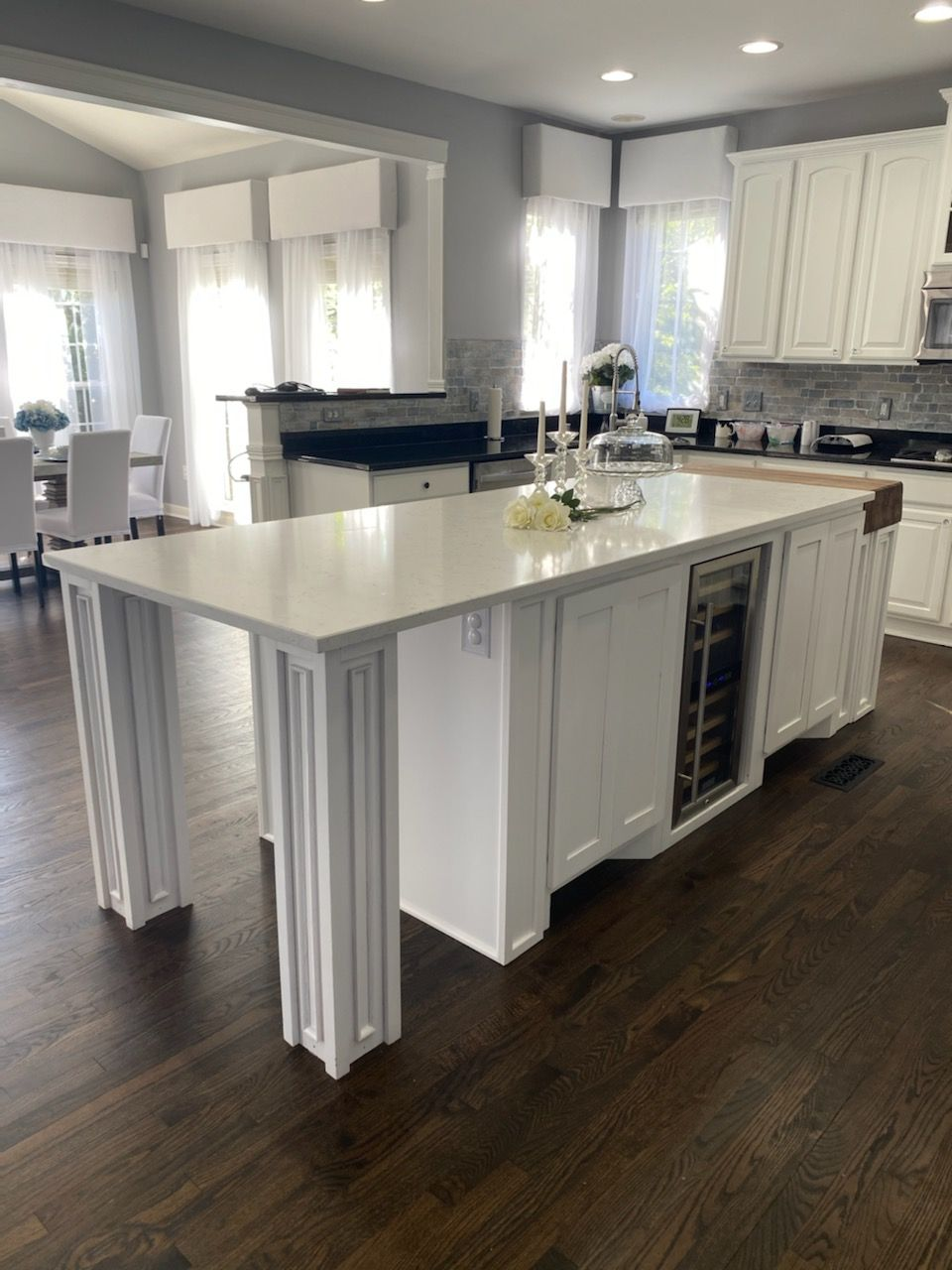 Kitchen island cabinetry